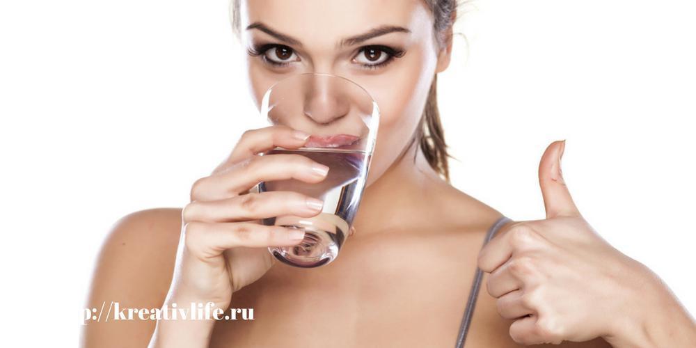 Почуму полезно пить воду, стакан воды