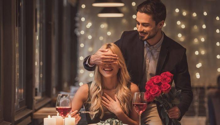 Пара в кафе. Какую роль играют деньги в отношениях между мужчиной и женщиной