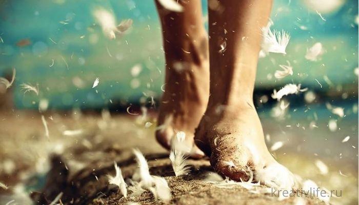женские ноги на песке спокойствие и счастье