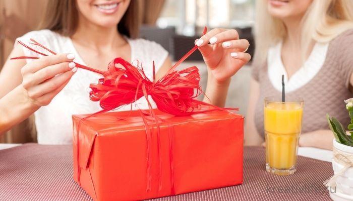 Подарки: что нельзя дарить и принимать?