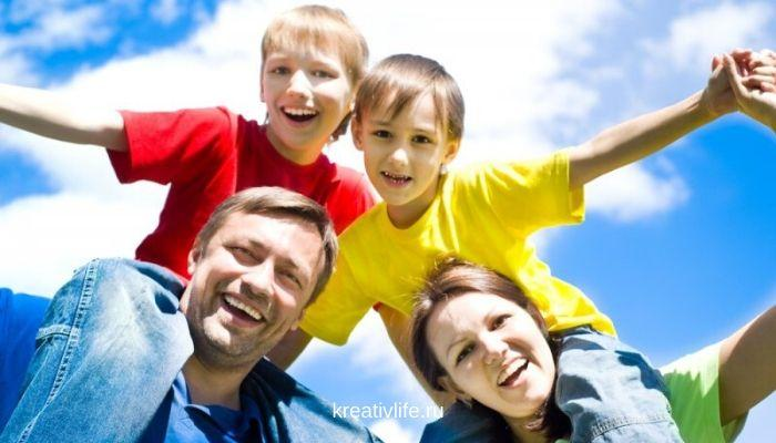 Счастливые дети родители семья