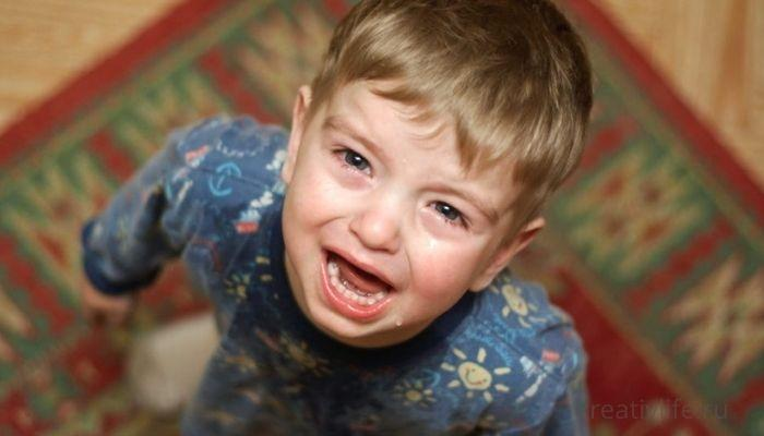 Ребенок плачет в садике и не хочет ходить: что делать родителям?